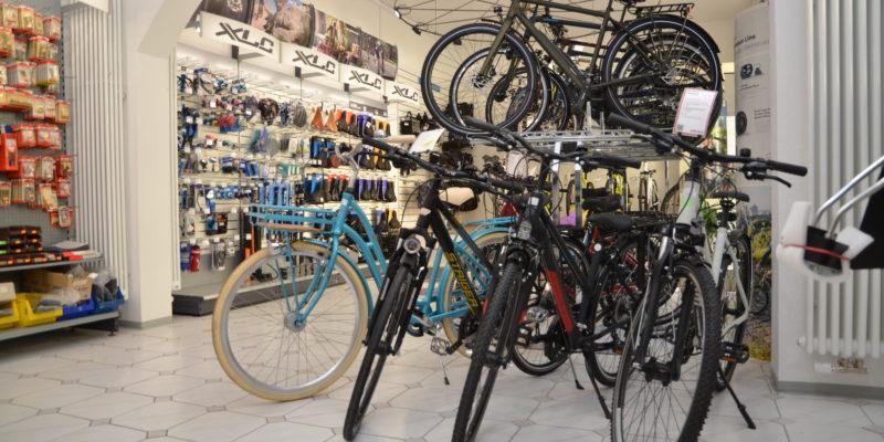 #1256 (kein Titel) – Ob neu, gebraucht, elektrifiziert oder zum Ausleihen - der Fahrradservice des Erthal-Sozialwerk hat das richtige Rad für Damen, Herren oder Kinder im Angebot.