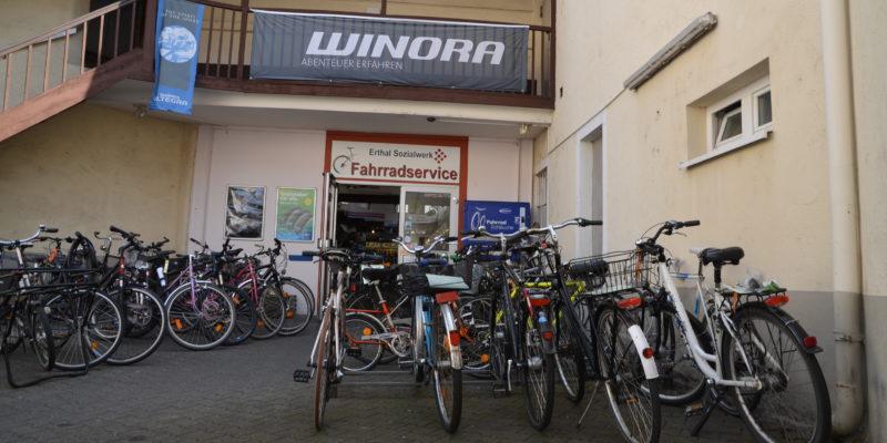 #369 (kein Titel) – Unser Fahrradservice ist von Montag bis Freitag von 8 bis 16 Uhr für Sie da - donnerstags sogar bis 18.30 Uhr.